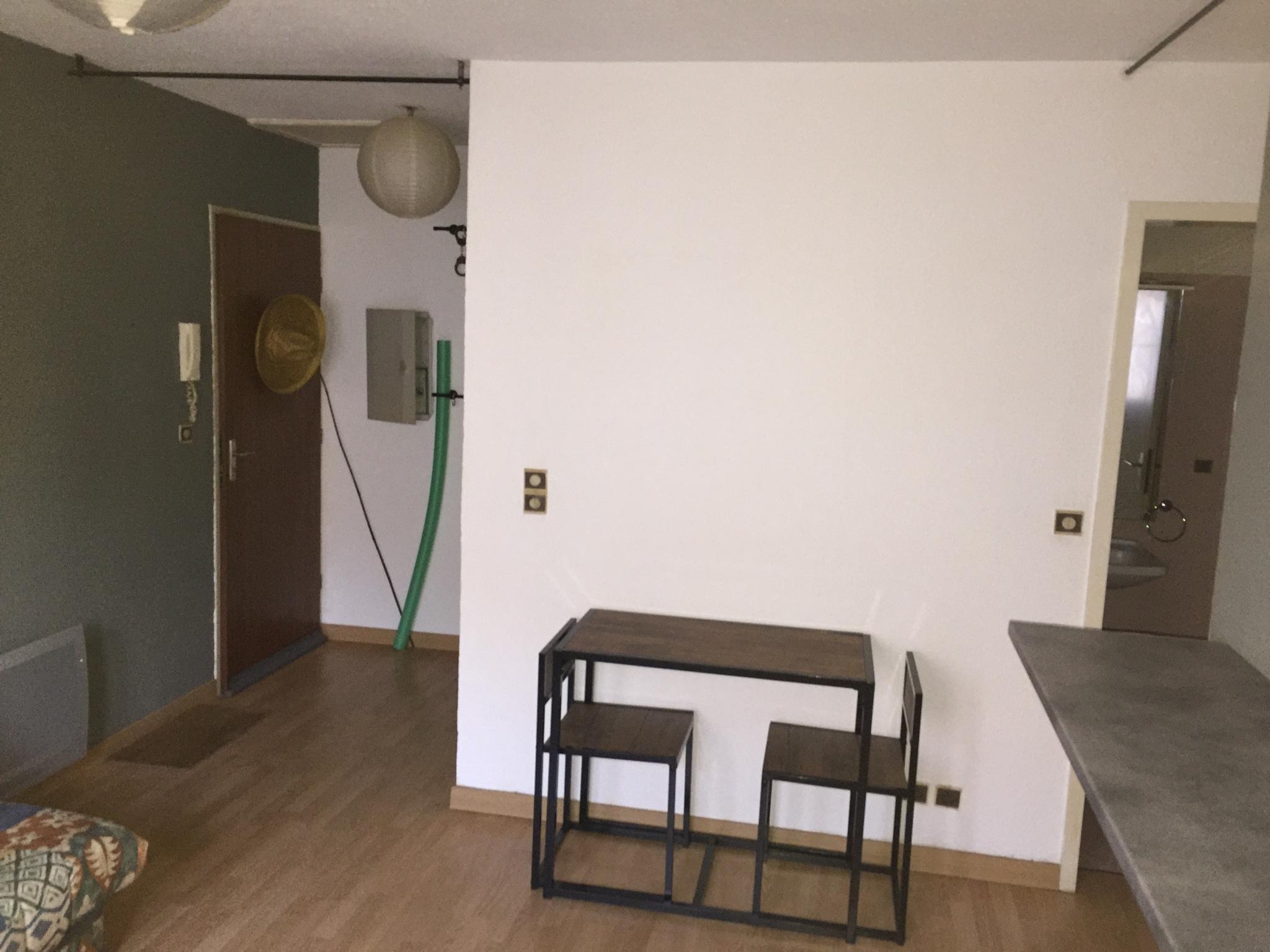 dans petite residence en plein coeur de l'ile rousse studio