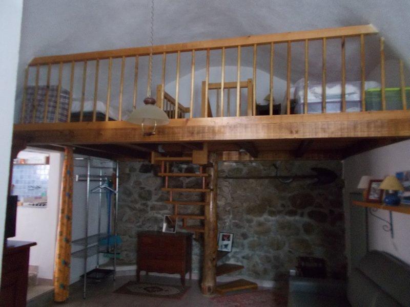 Dans maison de village , studio rénové en duplex
